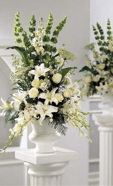 The FTD® Classic White™ Arrangement